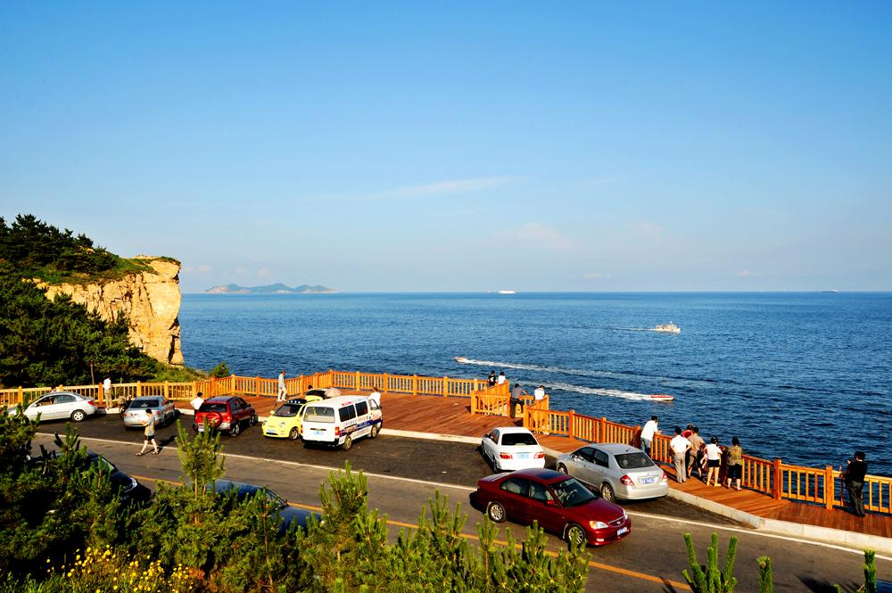 青山,碧海,岛屿,礁石,沙滩为特色的大自然画面,形成了大连南部海滨