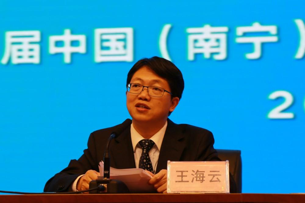 2发布会由南宁市政府新闻办主任王海云主持